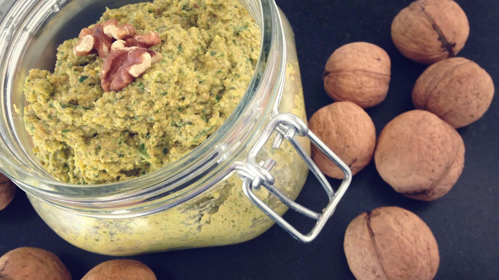 Walnuss-Moehren-Pesto