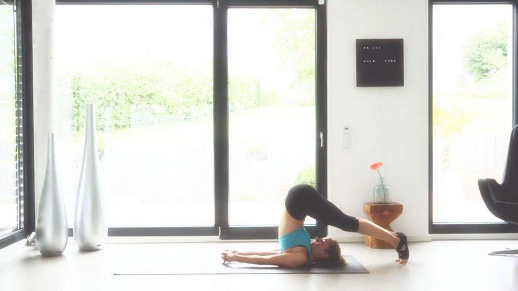 Yoga Asana, Kerze mit anschließendem Pflug, JUMUUV