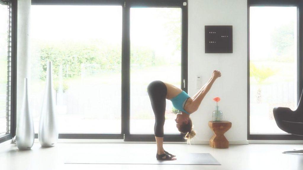 Yoga Asana, der doppelte Winkel, JUMUUV